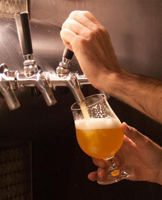 http://razbeerbriga.rs/wp-content/uploads/2017/05/pouring_beer.jpg